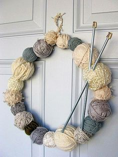 kreativ Weihnachtskranz basteln – Ideen zum selbermachen – Weihnachten 2017 – kreative Bastelideen – basteln mit Wolle Bastelideen SEE ALL Wreath Crafts, Diy Wreath, Yarn Crafts, Diy And Crafts, Wreath Ideas, Decor Crafts, Diy Decoration, Grapevine Wreath, Diy Home Decor
