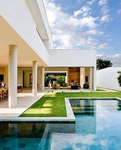 Exterior Contemporary Homes Patio 19 Trendy Ideas Villa Design, Modern House Design, Exterior House Colors, Exterior Design, House Paint Color Combination, Backyard, Patio, Pool Designs, Home Fashion