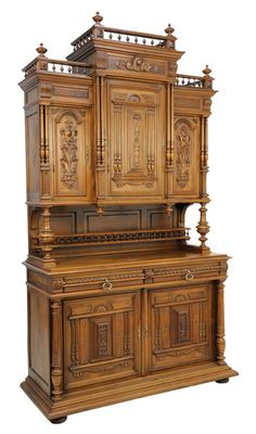 A RENAISSANCE REVIVAL WALNUT BUFFET A DEUX CORPS : Lot 113