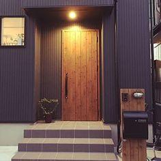 女性で、3LDKの、Entrance/観葉植物/ポスト/インダストリアル/狭小住宅/玄関前/男前/マーキュリー のポスト/機能門柱/縦張り/ガルバ風/ケイミュー外壁についてのインテリア実例。 「500円でゲットした...」 (2017-10-04 09:03:50に共有されました)