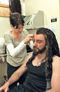 Oh! Richard Armitage becoming Thorin Oakenshield. *happy*