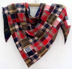 d78f9bc3b394 Grande ECHARPE CHALE, triangle en patchwork de lainage rouge noir et kaki  doublé ecossais bleu