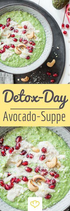 Mindestens genauso wohltuend wie ein Smoothie - Kalt servierte Avocado-Suppe mit nussiger Cashew-Creme als Topping. Der perfekte Energie-Lieferant an einem Detox-Tag. Macht fit, ist erfrischend und dazu noch super lecker.