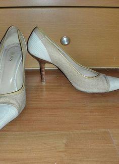 Kaufe meinen Artikel bei #Kleiderkreisel http://www.kleiderkreisel.de/damenschuhe/hohe-schuhe/57262994-pumps-von-hugo-boss-gr39-12-beige