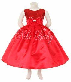Lindo vestido de tafetá todo bordado com lantejoulas no peito e laço com aplicação de strass.