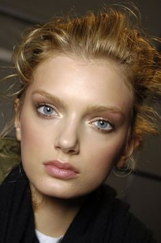 SUCH WARM CARAMEL TONES  WITH PINK LIPS AND PRETTY BLUE EYES..LOVE.