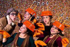 """Nos dias 26 e 27, a Companhia Delas de Teatro apresenta o espetáculo """"Histórias por Telefone"""", às 17h30, no Teatro Sesc Emiliano Queiroz. A entrada é Catraca Livre."""