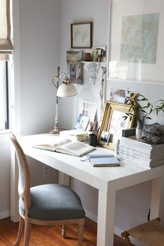 love this look for the desk area...this is all the desk i need! and i love a funky lamp
