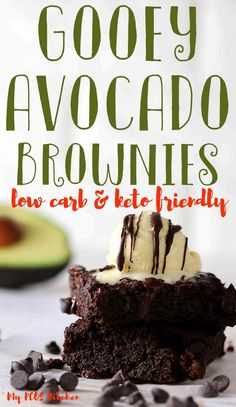 You won& believe how gooey and fudgy these avocado brownies are. These are simply the best keto brownies made with chocolate chips, avocado and almond flour. You& absolutely love the creaminess the avocado brings in these low carb brownies. Chocolate Avocado Brownies, Healthy Brownies, Keto Brownies, Zucchini Brownies, Sugar Free Brownies, Sugar Free Chocolate Chips, Low Carb Chocolate, Vegan Chocolate, Chocolate Cake