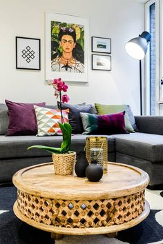 A lovely modern 3 bedroom 2 bathroom apartment in Kensal Green. Huge patio area outside is perfect for lounging when the summer comes. 20 minutes to Central London...