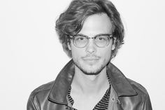 Gosh he's such a nerd and so hot at the same time....Reid makes Criminal Minds even better!!....swoon!