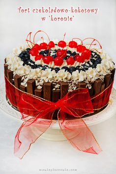 Tort czekoladowo - kokosowy w koronie / Chocolate and Coconut Layer Cake with a Crown Homemade Pastries, Biscuits, Raspberry, Birthdays, Coconut, Cooking Recipes, Food And Drink, Chocolate, Fruit