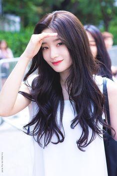 Kpop Girl Groups, Kpop Girls, Celebrity Hairstyles, Girl Hairstyles, Korean Girl, Asian Girl, Jung Chaeyeon, Long Layered Hair, Girl Short Hair