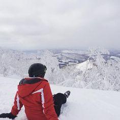 Beautiful powder snow in Rusutsu, Japan. Ski holidays with flexiski. Ski Weekends, Ski Holidays, Snow Japan, Mount Everest, North America, Skiing, Powder, Shots, Europe