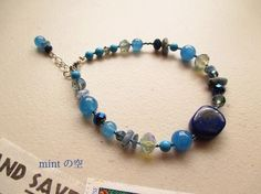 ラピスラズリのブルーは群青色又は瑠璃色  言われていますが、 異国を思わせる美しいコバルトブルーの石です。ブルーグレーのカイヤナイトや小粒の鮮やかなターコイズ...|ハンドメイド、手作り、手仕事品の通販・販売・購入ならCreema。