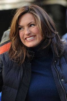 Mariska Hargitays, shoulder-length hairstyle hair. Doing this style unbeknownst to my hubby in about a month.