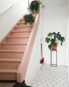 Ideas basement stairs painted staircase Ideas basement stairs painted staircase makeover stairsTrap verven: tips, inspiratie en voorbeelden Painted Staircases, Painted Stairs, Stair Builder, Stairs Colours, Deco Rose, Building Stairs, Staircase Makeover, House Stairs, Tile Stairs