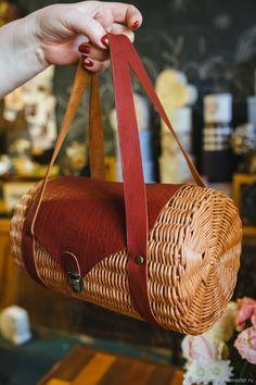 Rattan Basket, Basket Bag, Wicker, Baskets, Jane Birkin, Boho Bags, Crafty Projects, Bag Making, Straw Bag