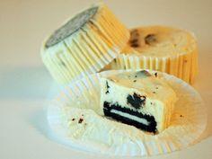 Nog een recept dat ik al eens gedeeld had, maar ook graag een plekje wilde geven op mijn vernieuwde blog. Deze mini-cheesecakes zijn destijds zo goed in de smaak gevallen dat ik er eigenlijk niet omheen kom om het recept nogmaals te delen.Alhoewel ik persoonlijk de voorkeur geef aan een mooie cheesecake punt, kan ik...Lees Meer »