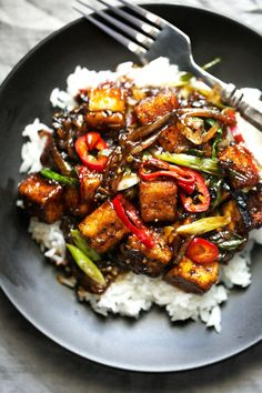 Black Pepper Tofu Stir Fry - A quick vegan dinner made with crispy pan-fried tofu and drizzled in a spicy black pepper sauce! So delicious and easy to make too! #veganstirfry #stirfry #blackpeppertofu #tofu | Littlespicejar.com