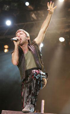 """Iron Maiden - die """"Eisernen Jungfrauen"""" live on Stage (Foto: Public Address)"""