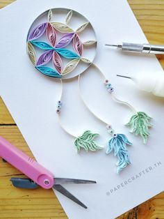Quilling Dream Catcher - All About Paper - - Quilled Paper Art Neli Quilling, Quilling Jewelry, Paper Quilling Flowers, Paper Quilling Cards, Paper Quilling Patterns, Origami And Quilling, Quilling Paper Craft, Paper Crafts, Quilling Ideas