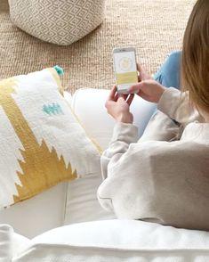 Invitación de comunión en formato digital, ideal para enviar a todos los invitados por Whatsapp o email. ⠀⠀⠀ Anúnciales la fecha, hora y lugar de una manera fácil, rápida y muy bonita, para que puedan reservarse el día y no se lo pierdan. ⠀⠀⠀ #thisiskool #invitacioncomunion #invitaciondigital #comunion #primeracomunion Throw Pillows, Unique Invitations, Communion Invitations, Digital Invitations, Clean Design, Custom Stamps, Calendar Date, Cushions, Decorative Pillows
