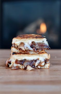 caramelized onion mushroom brie grilled cheese