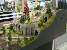 Firma Märklin, H0 Model Train Layouts, Model Trains, Dads, Miniatures, Mansions, House Styles, Decor, Model Train, Model Building