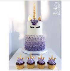 Unicorn party cake and cupcakes (unicorn birthday cakes) Beautiful Cakes, Amazing Cakes, Cake Cookies, Cupcake Cakes, Gateaux Cake, Unicorn Cupcakes, Unicorn Birthday Parties, Birthday Ideas, Purple Birthday