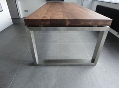 Marktplaats.nl - noten tafel met rvs onderstel,eiken,noten - Tafels   Eettafels