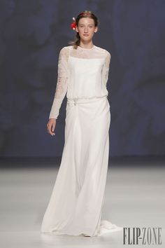 Victorio & Lucchino Collection 2015 - Mariage - http://www.flip-zone.fr/fashion/bridal/the-bride/victorio-lucchino-4750