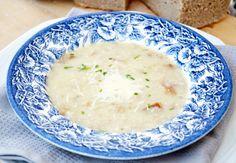 Das Rezept für die zarte Käsesuppe schmeckt delikat und würzig. Eine schmackhafte Vorspeise, die der Familie schmecken wird.
