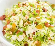 Salade au chou de Bruxelles, pommes, bacon et noix Buddha, Cabbage Recipes, Pasta Salad, Bacon, Potato Salad, Vegan Recipes, Brunch, Food And Drink, Keto