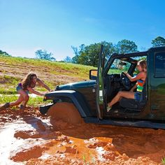 Jeep girls sticking together. #jeepgirl