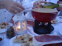 would love to do this for our Le Diner en Blanc--but they do not allow an flame :(