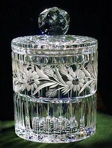 Crystal Cut Glass and Etched Biscuit Jar Waterford Crystal, Crystal Glassware, Crystal Vase, Vintage Dishes, Vintage Glassware, Cut Glass, Glass Art, Clear Glass, Bottles And Jars
