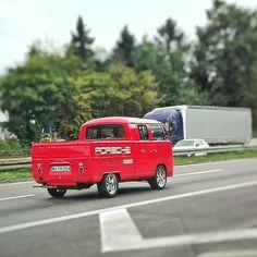 #volkswagen #vw #bulli #porsche #renndienst  #speed #vwfreak #klassiker #classiccar #history #historiccar #carporn #karlsruhe #karlsruhetweets #pickup #visitkarlsruhe #igerskarlsruhe #huaweip8lite #huawei #hdrauto #customcar #hamdullah #instakarlsruhe #wolfsburg #autostadt