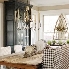 We can see several classic French design elements coexisting beautifully with the farmhouse design style. The wood table and trellis on the window, combined with house plants and neutral tones, create a warm and inviting farmhouse dining room. Modern Farmhouse Lighting, Traditional Lighting, Farmhouse Design, Farmhouse Decor, French Country Style, Unique Lighting, Chandelier Lighting, Decorating Tips, Sweet Home