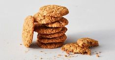 Prefer chewy Anzac biscuits over crunchy or crumbly? Then, you'll love this version of the traditional recipe – it has slightly higher amounts of coconut, golden syrup and butter to give that slightly chewy texture. Easy Anzac Biscuits, Homemade Biscuits, Anna Pavlova, Biscuit Cookies, Biscuit Recipe, Baking Recipes, Dog Food Recipes, Baking Tips, Tea Recipes