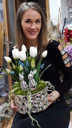 Easter Flower Arrangements, Easter Flowers, Diy Flowers, Flower Decorations, Floral Arrangements, Flower Box Gift, Flower Boxes, Diy Crafts Room Decor, Deco Floral