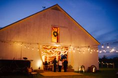 The Amish Barn captured by Squarevilles Studios | Read More - http://onefabday.com/texas-barn-wedding-by-squaresville-studios/