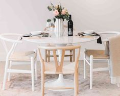 The Tulip Table from Rove Concepts, made of natural Italian Carrara marble, is simply beautiful. Available in various sizes, this impressive table will suit any space from your modern apartment or large family home. Whitewash Dining Table, Tulip Dining Table, Dining Chairs, Dining Room, Farmhouse Table, Gold Desk Chair, Wood Wax, Natural Wood Finish, Mid Century Furniture