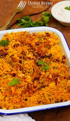 One Pot Chicken Biryani Recipe. A delicious, fragrant, meaty, warm, one-pot… Indian Food Recipes, Asian Recipes, Ethnic Recipes, Briyani Recipe, Biryani Chicken, Chicken Biryani Recipe Indian, One Pot Chicken, Desi Food, India Food