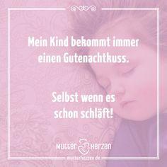 Ein kleines Stück Zuneigung vor dem Schlafen.  Mehr schöne Sprüche auf: www.mutterherzen.de  #schlafen #insbett #schlaf #kind #baby #gutenacht #nacht #kuss #gutenachtkuss #einschlafen #insbettbringen