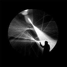 Julio Le Parc in front of Continuel lumière cylindre, 1962/2012, foto/photo: Yamil Le Parc