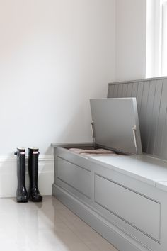 The boot room in the Theydon Bois project is simple but has plenty of bench seating with hidden storage for all of the family's shoes. Open Plan Kitchen Dining, Kitchen Seating, Boot Room Utility, Utility Room Designs, Hallway Storage, Family Room Design, Laundry Room Design, Interior Design Living Room, Loft