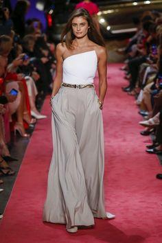 Brandon Maxwell Spring 2019 Prêt-à-porter-Kollektion, Laufsteg-Look, Schönheit, Mode Fashion Mode, Runway Fashion, Trendy Fashion, Fashion Beauty, Fashion Show, Fashion Looks, Womens Fashion, Fashion Design, Ladies Fashion