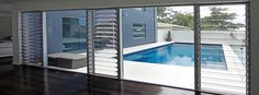 louvre windows and doors where the fixed glass is for the other openings on the deck Glass House, Glass Door, Bifold Exterior Doors, Louvre Windows, Aluminium Windows And Doors, Big Doors, Window Grill, Pool Houses, Tiny Houses