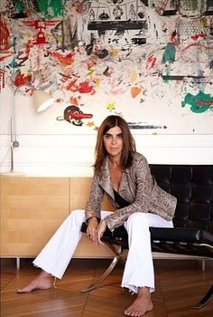 French Vogue editor Carine Roitfeld in a snakeskin jacket and rough cut, unhemmed, white flair denim Parisienne Chic, Denim Fashion, Womens Fashion, Style Fashion, Style Personnel, Carine Roitfeld, Prada, Denim Flares, Mademoiselle